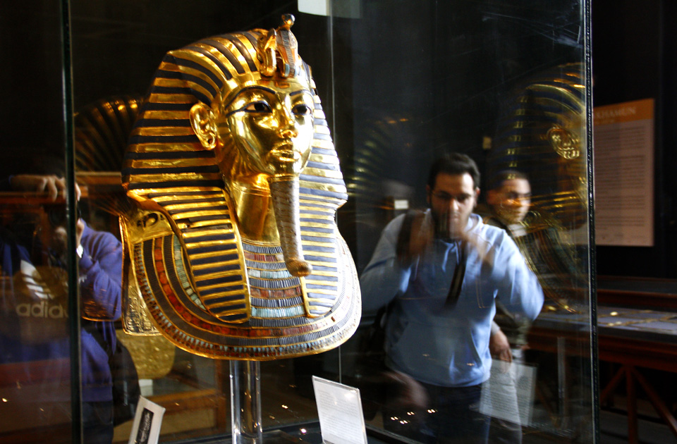 Budget day tour to Egyptian Museum Citadel and Bazaar in Cairo